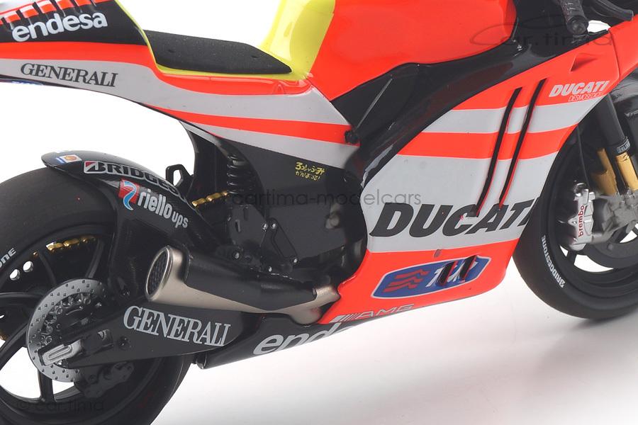 Ducati Desmosedici GP11.2 Moto GP 2011 Valentino Rossi Minichamps 1:12 122112046