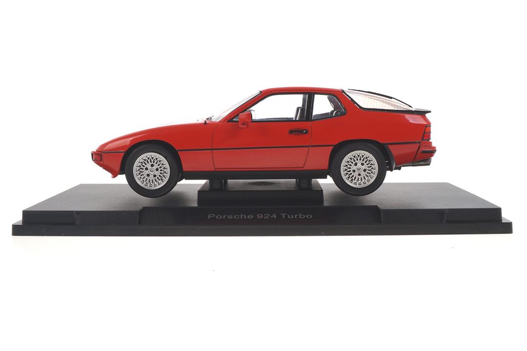 Porsche 924 Turbo Indischrot MCG 1:18 MCG18195