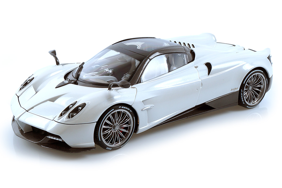 Pagani Huayra Roadster weiß LCD Models 1:18 LCD18002WH