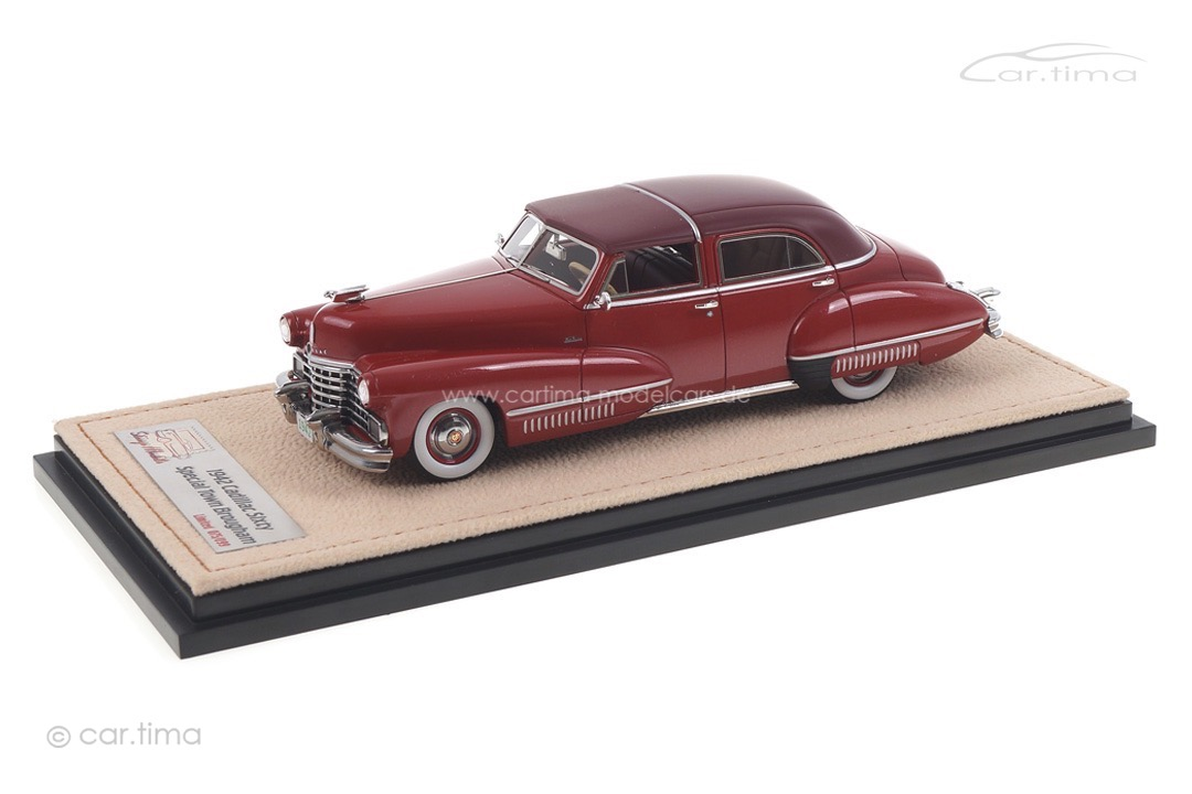Cadillac Sixty Special Town Brougham by Derham closed Stamp Models 1:43 STM42202